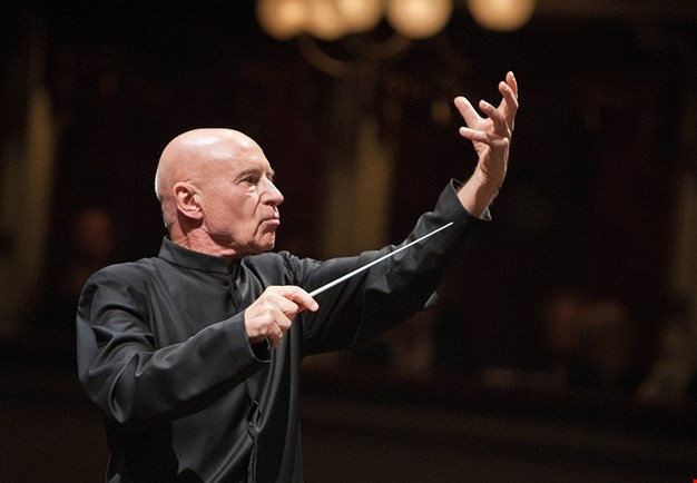 Christoph Eschenbach conducts vividly. Dressed for concert. Photography.