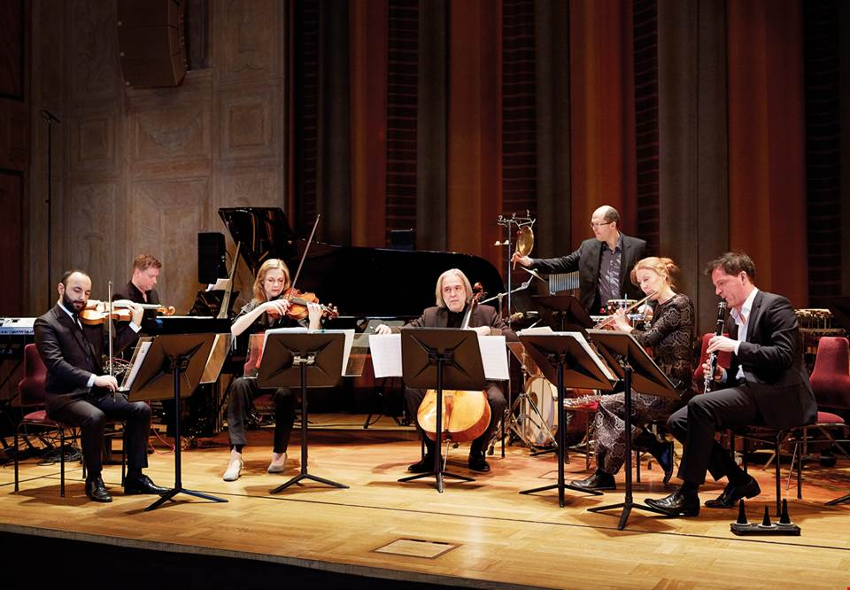 Ensemble playing on stage in the Grünewald Hall. Photo.
