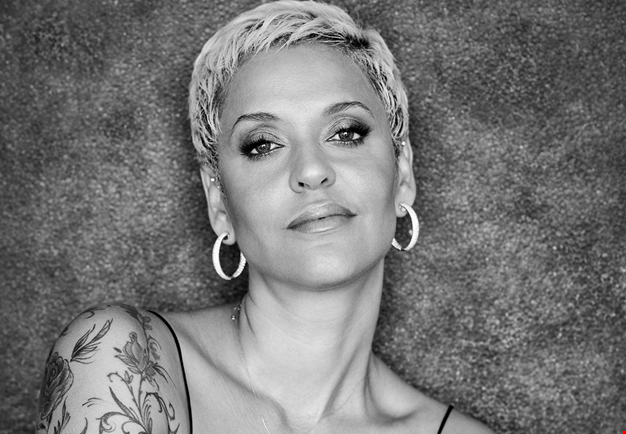 Close up picture of Mariza.