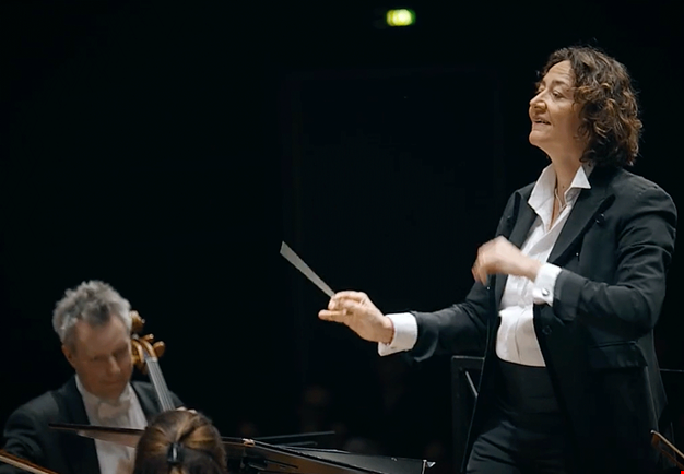 Female conductor. Photo.