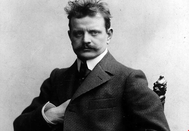 Black and white portrait photo of Jean Sibelius.