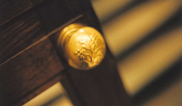 Doorhandle, detail from Konserthuset. Photo.