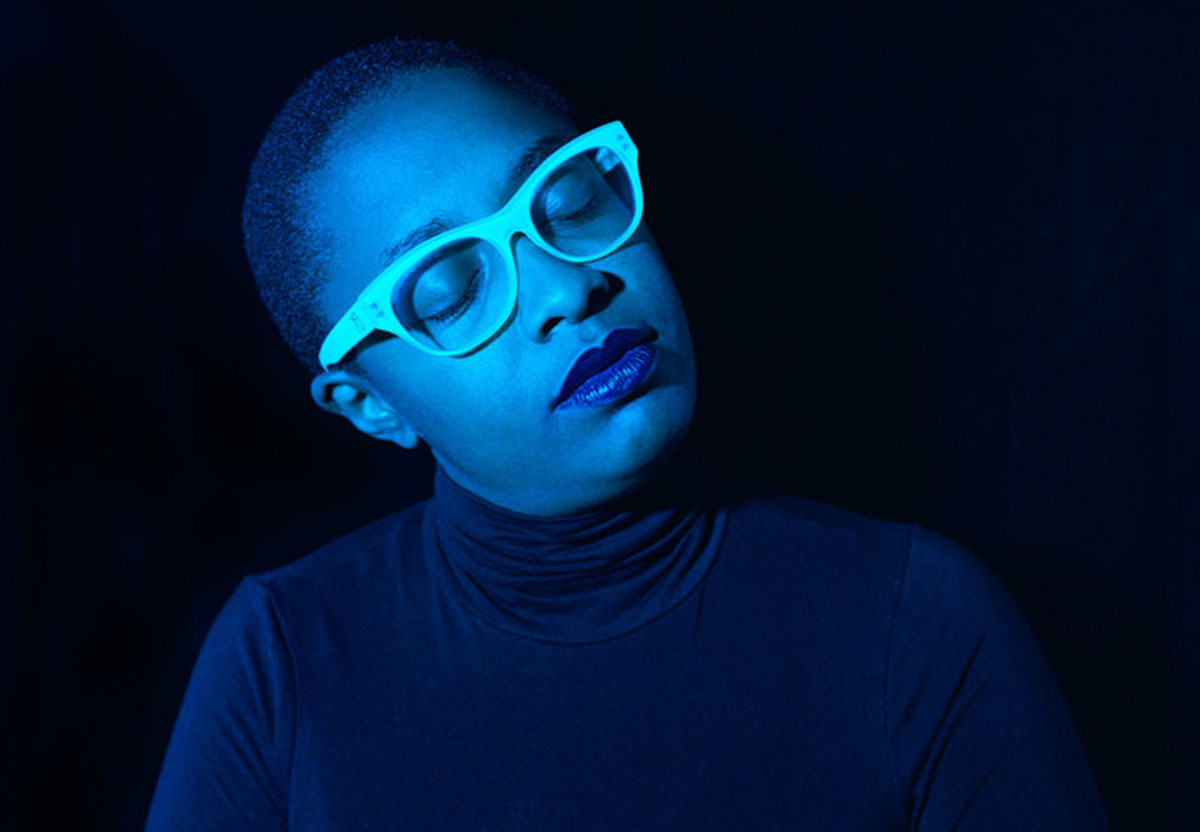Artistic picture of Cecile, she wears blue glases. Photo.