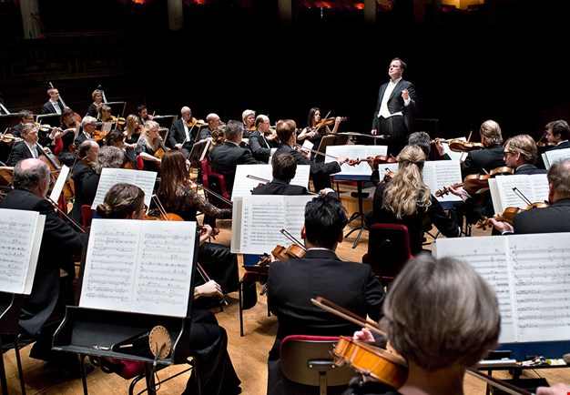 Photo of an orchestra from the behind.