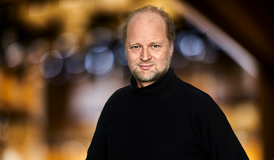 Man in black shirt standing in Stora Hallen. Portrait Photography.