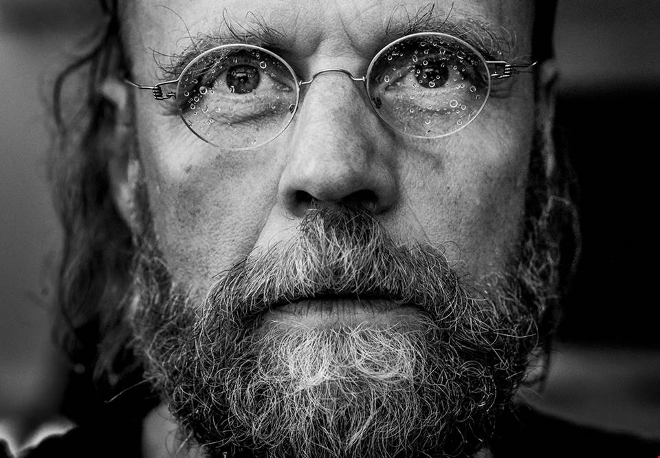 Close up on a man with glasses, black and white